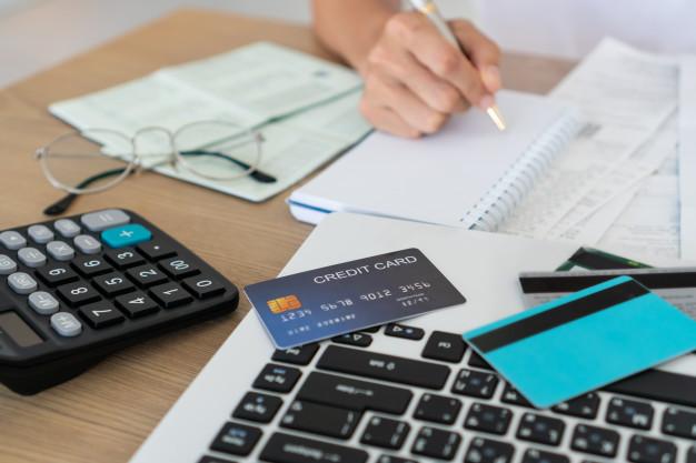 Karta kredytowa, a debetowa. Różnice i podobieństwa