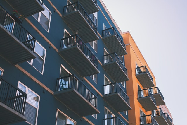 Wynajem mieszkania i umowa – na co uważać?
