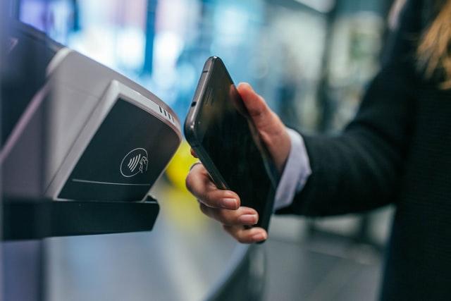 Jak płacić telefonem? Mini poradnik